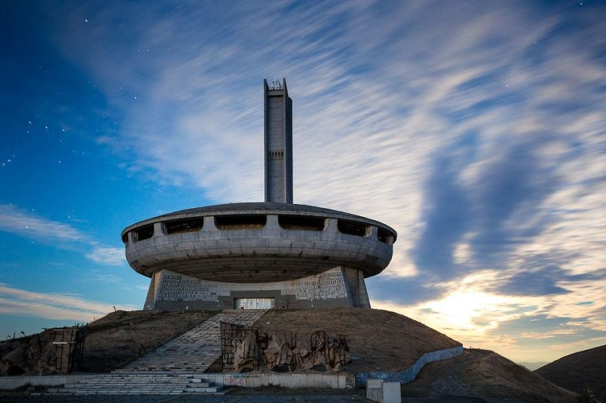 buzludzha-communist-party-bulgaria9  880