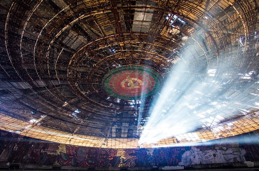 buzludzha-communist-party-bulgaria6  880